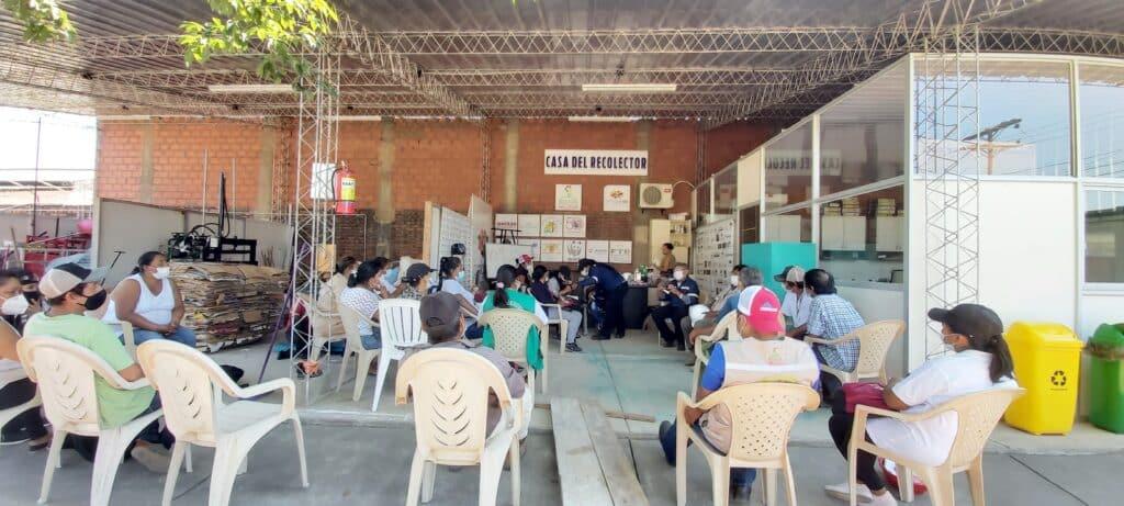 Versammlung im Sammelzentrum